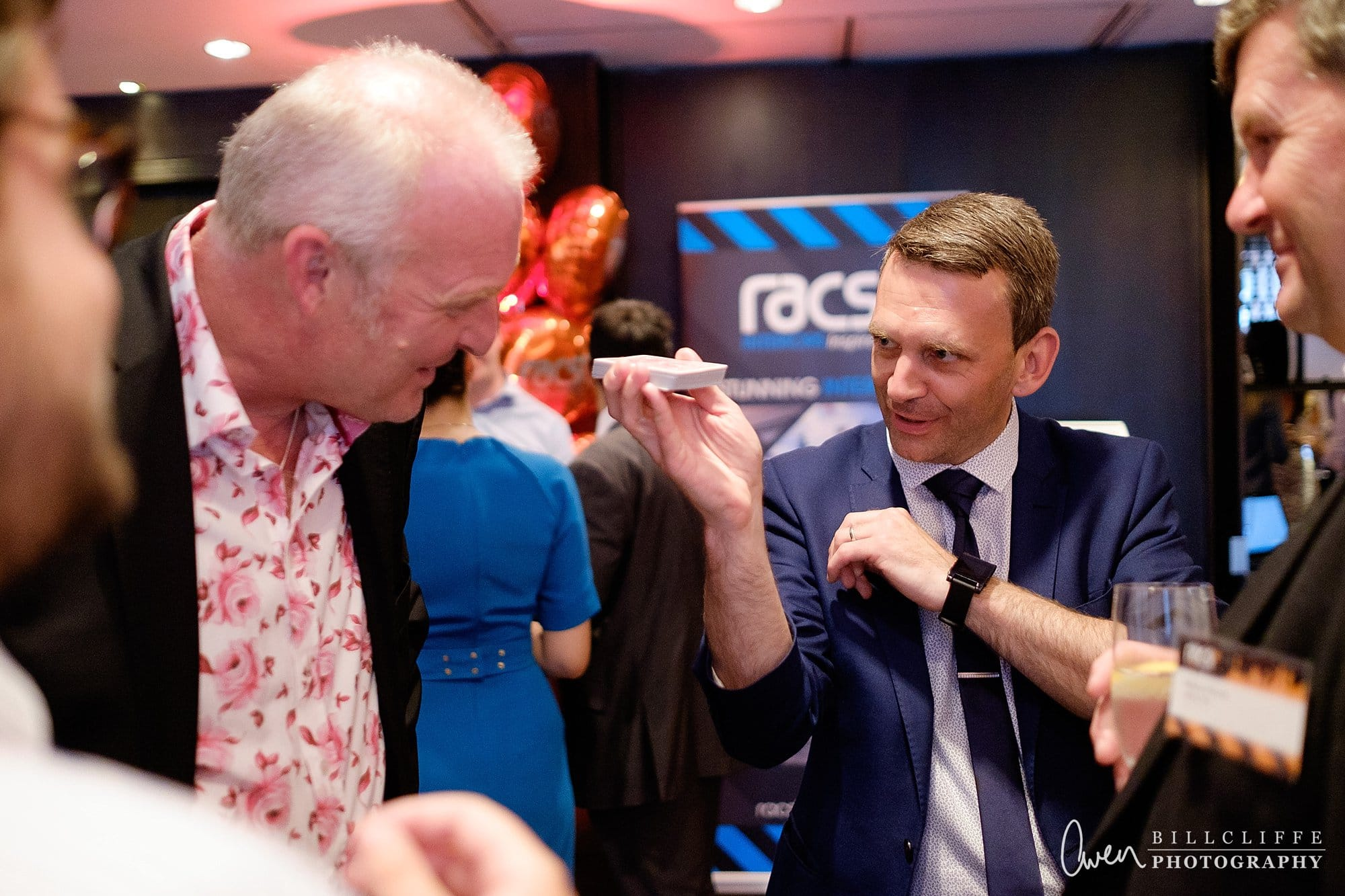 london wedding photographer magician lee smith 010 - Event Entertainer Spotlight: Lee Smith, Walkabout Magician